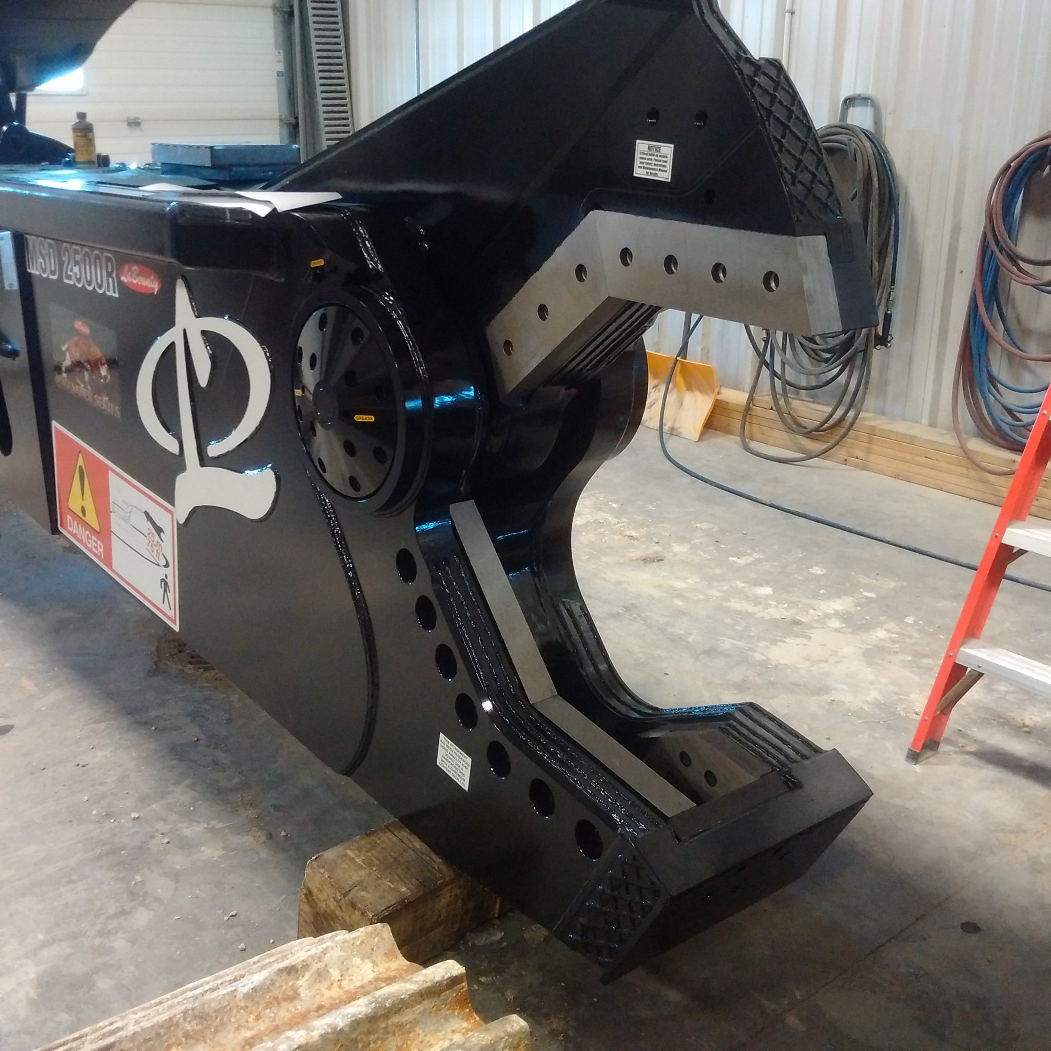 Labounty Shear Yard Installed 2500 Hard Facing Jaw Open dealer service and repair